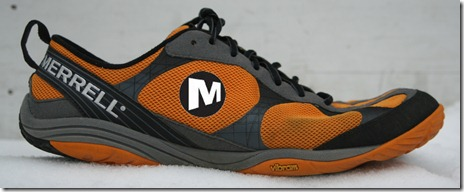 Merrell Road Glove Lateral Logo